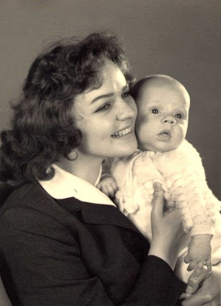 File:Waltraut and baby Frank.jpg